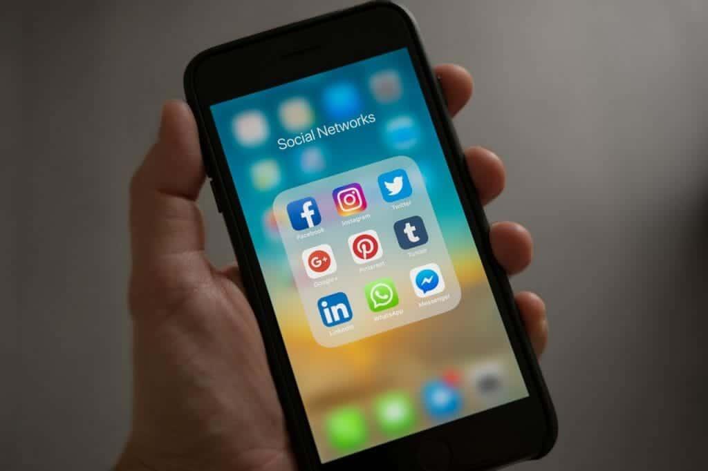 sejarah sosial media